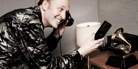 This image shows Brian Vibberts recording with his LCT 640 studio condenser microphone