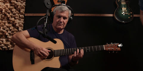 Laurence Juber with the LCT 340 reference small-diaphragm studio microphone and his Martin signature guitar