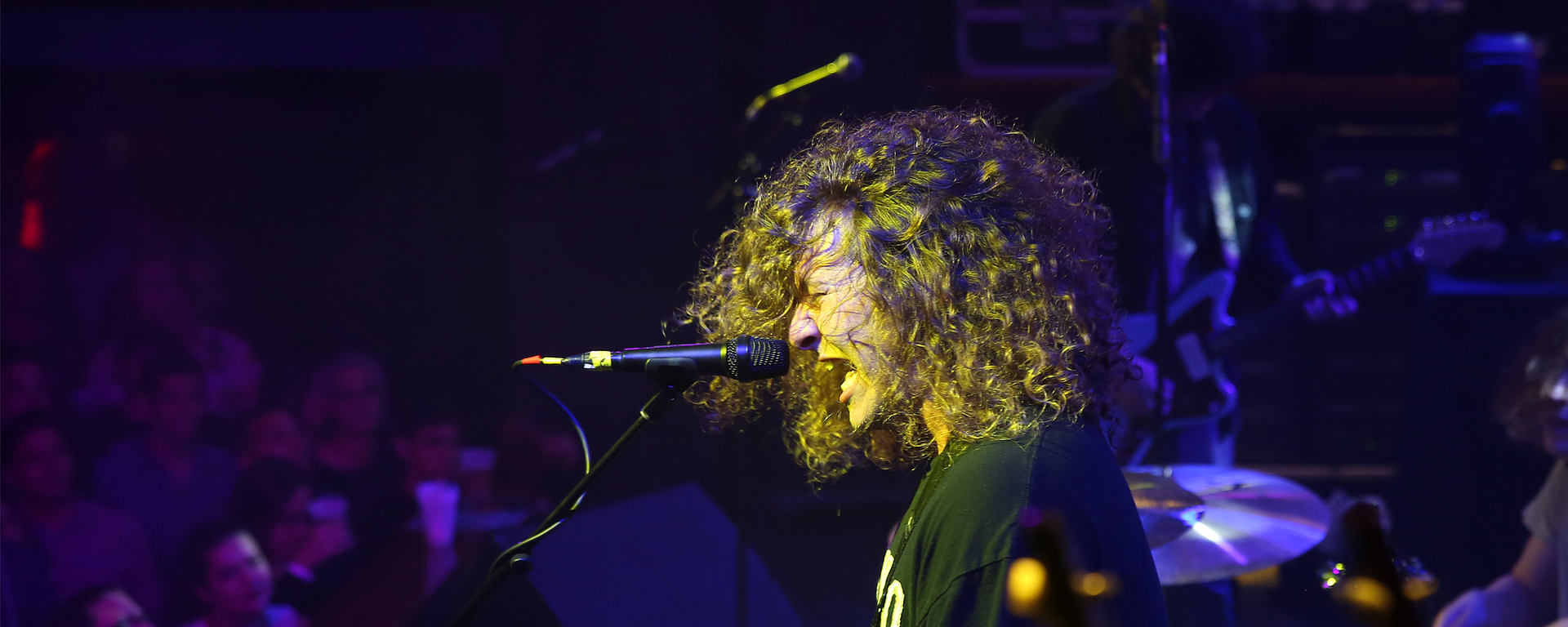Joe White with LEWITT MTP 550 DM rocking on stage