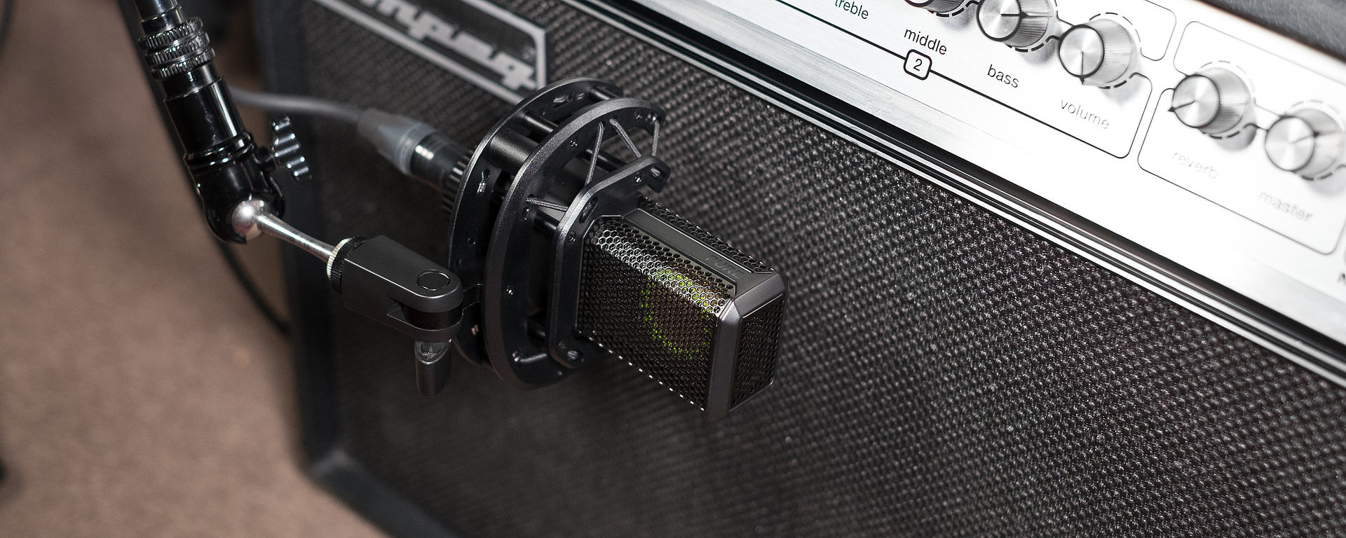 LCT 440 PURE used for recording a guitar amp
