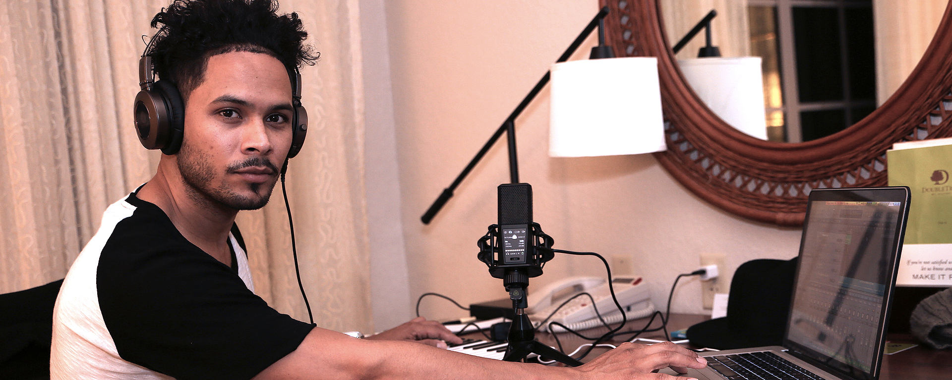 This image shows Steve Styles in his hotel Room using the DGT 650 USB microphone and interface