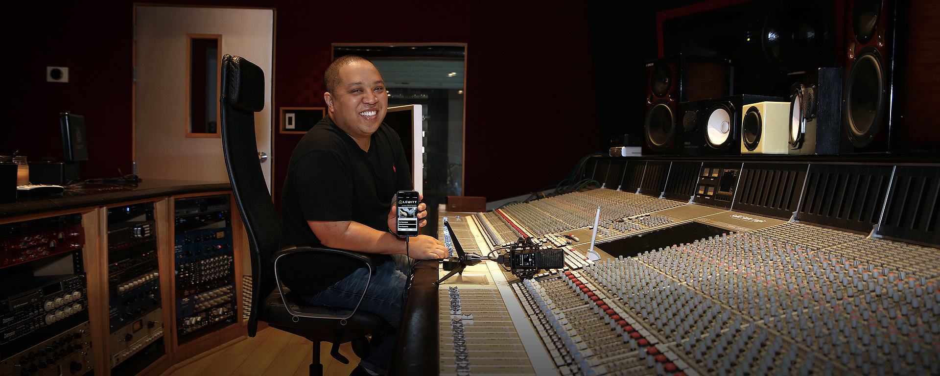 Supa Dups in studio with his DGT 650 high quality USB Microphone