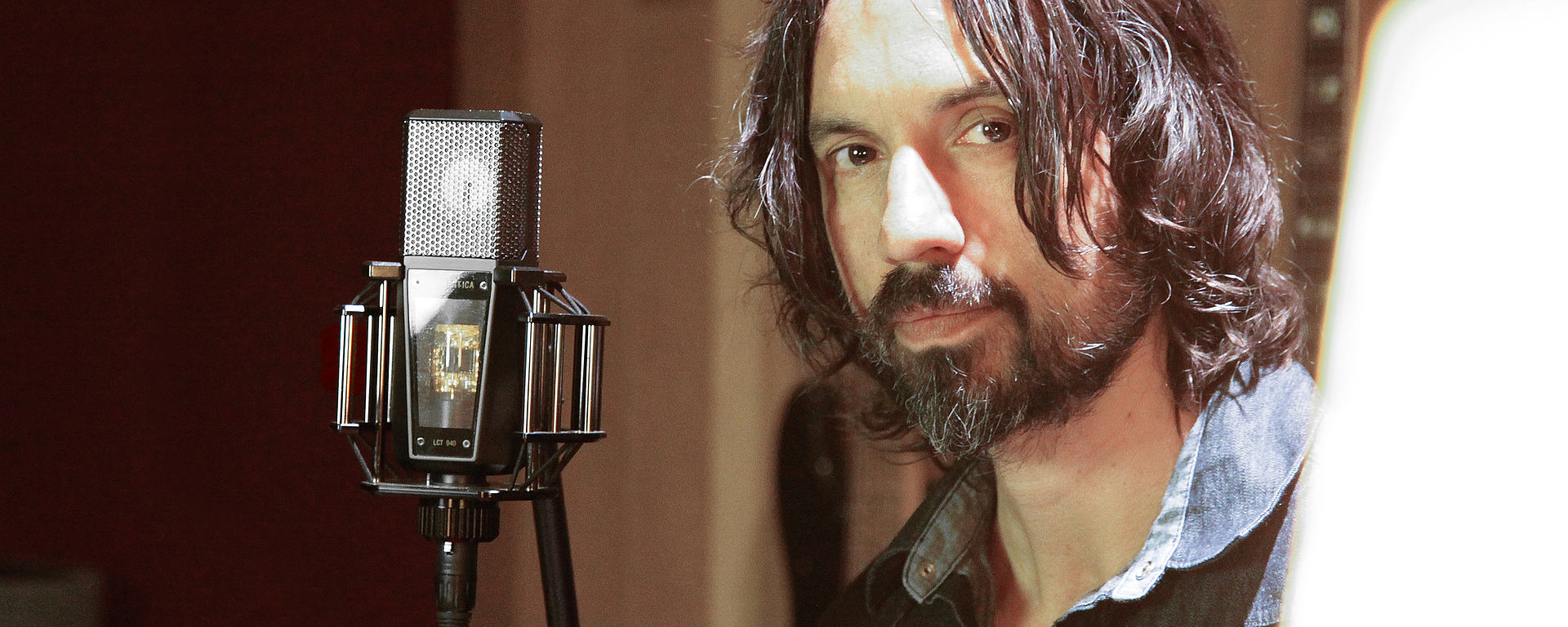 Justin Stanley in his studio with his LCT 940 FET TUBE reference mic