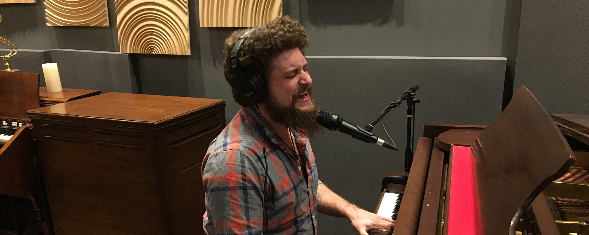 This image shows Steve Maggiora from Robert Jon & The Wreck at the piano in hybrid studios singing into an MTP 740 CM