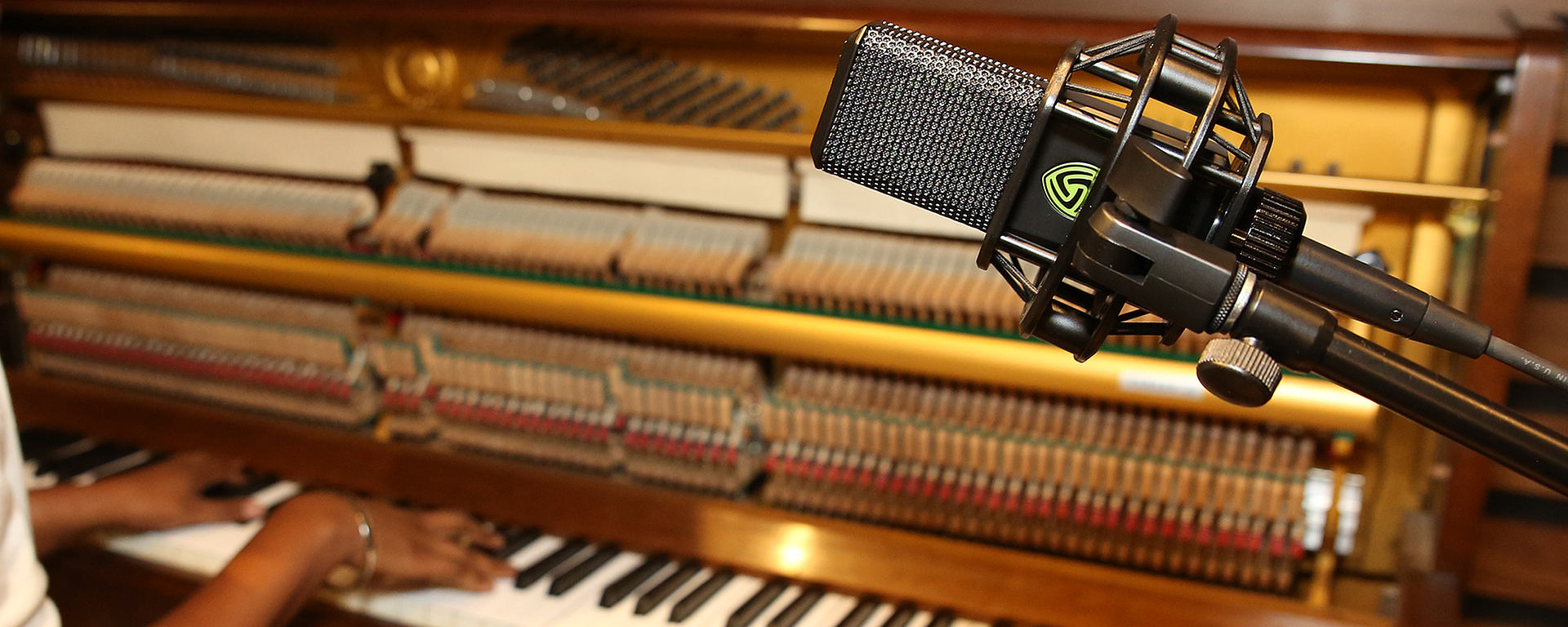 Recording upright piano in studio with the LCT 840 multi-pattern tube microphone