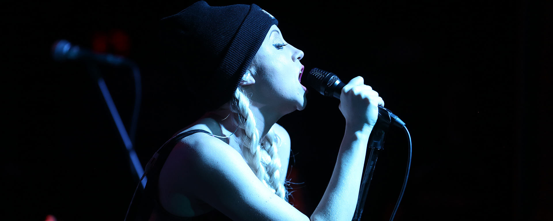 Christina Chriss on tour with her reference live vocal mic MTP 550 DM