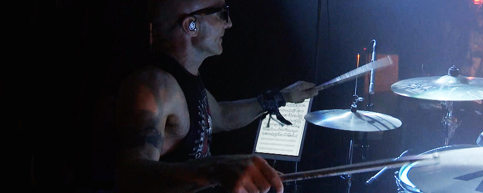 Kenny Aronoff with his MTP 440 DM go-to Snare mic