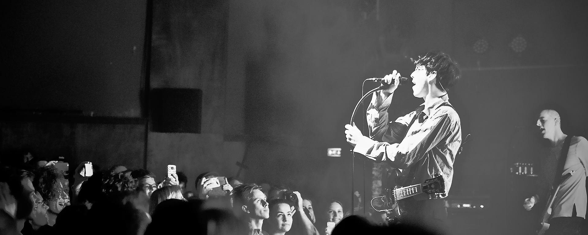 Bilderbuch verwenden das LEWITT MTP 550 DM live auf der Bühne [Foto: © Josef Beyer]